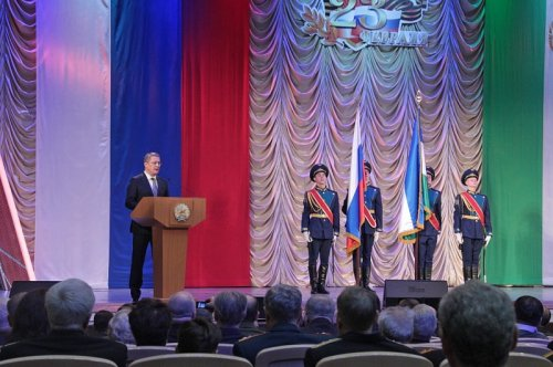 Радий Хабиров поздравил жителей республики с Днём защитника Отечества