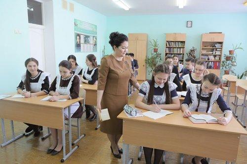 """Владимир Путин """"Ауыл уҡытыусыһы"""" программаһын тормошҡа ашыра башларға тәҡдим итте"""